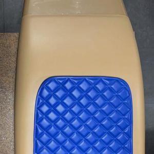 fotel niebieskiego koloru